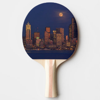 Raquette Tennis De Table Pleine lune se levant au-dessus de l'horizon du