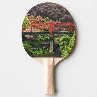 Raquette Tennis De Table Pont de coeur avec les rhododendrons de floraison,