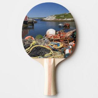 Raquette Tennis De Table Pots de homard, balises, et cordes sur le dock à