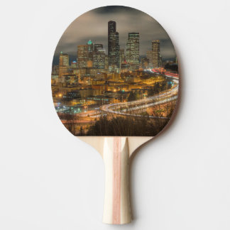 Raquette Tennis De Table Stries claires des voitures la nuit