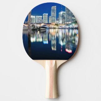 Raquette Tennis De Table Vue d'horizon avec la réflexion dans l'eau, Miami