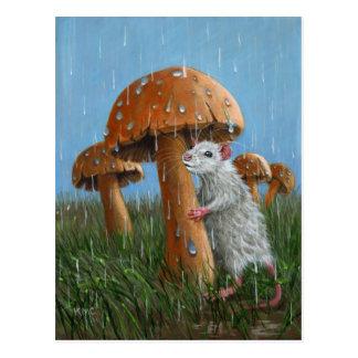 Rat sous le champignon en carte postale de pluie