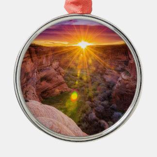 Rayon de soleil chez Canyon de Chelly, AZ Ornement Rond Argenté