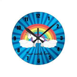 Rayon de soleil de bleu de licorne d'arc-en-ciel horloge ronde