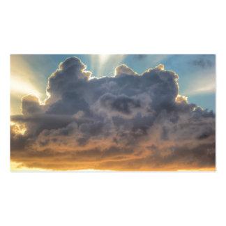 Rayons de coucher du soleil de lumière par les carte de visite standard