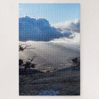 Rayons de lumière dans le puzzle de montagnes