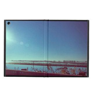 Rayons de Sun au-dessus de la lagune bleue