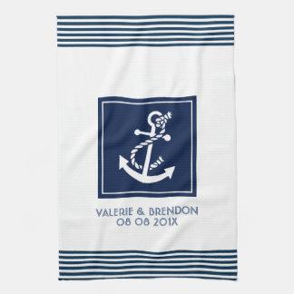 Rayures bleues avec l'ancre nautique blanche de serviette pour les mains