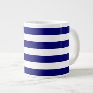 Rayures bleues et blanches nautiques mug