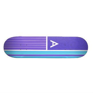 Rayures bleues et pourpres plateaux de skateboards customisés