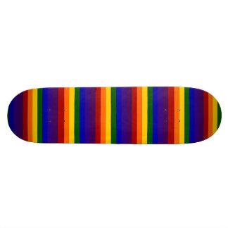 Rayures d'arc-en-ciel plateaux de skateboards customisés