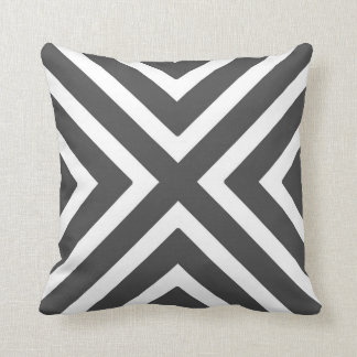 Rayures géométriques chics dans le gris et le blan oreiller