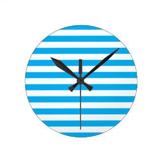 Rayures horizontales bleues horloge ronde