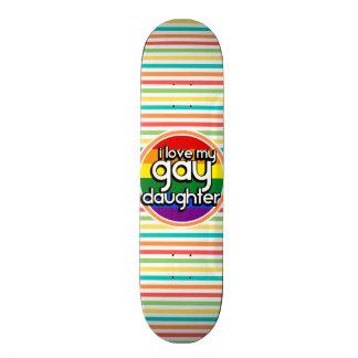 Rayures lumineuses d arc-en-ciel fille gaie plateaux de skateboards customisés