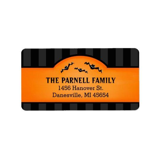 Rayures noires de Halloween et étiquettes oranges
