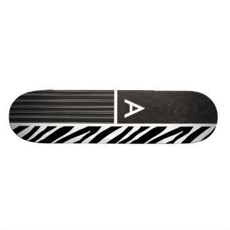 Rayures noires et blanches de zèbre plateau de skate