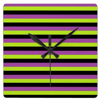 Rayures pourpres de vert et de noir de chaux horloge carrée