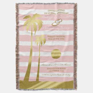 Rayures roses de palmiers de scintillement d'or de couvre pied de lit