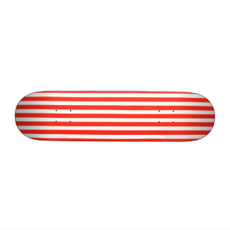 Rayures rouges et blanches de cirque de cabane plateaux de skateboards customisés