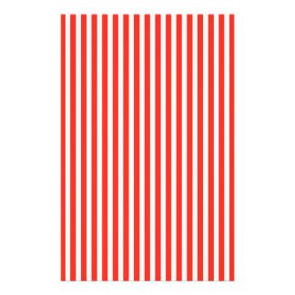 Rayures rouges et blanches de cirque de cabane prospectus 14 cm x 21,6 cm