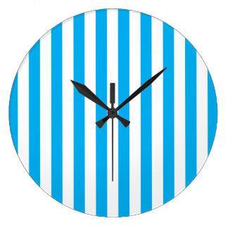 Rayures verticales bleues grande horloge ronde
