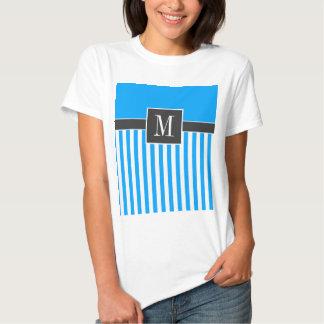 Rayures verticales élégantes de bleu de ciel t-shirts