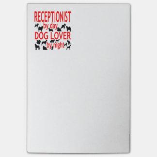 Réceptionniste d'amoureux des chiens