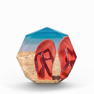 Récompense Deux pantoufles rouges droites en sable de