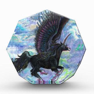 Récompense Noircissez le cheval de vol à ailes de licorne,