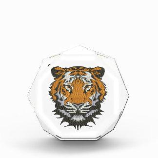 Récompenses En Acrylique imitation de tigre de broderie