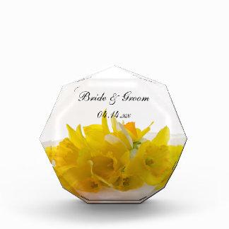 Récompenses En Acrylique Jonquilles jaunes sur le souvenir blanc de mariage