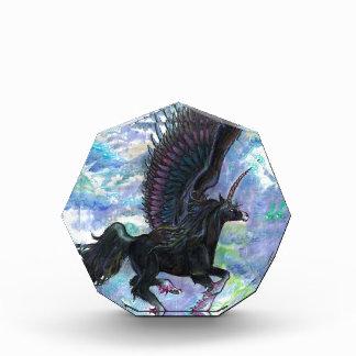 Récompenses En Acrylique Noircissez le cheval de vol à ailes de licorne,