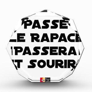 RÉCOMPENSES EN ACRYLIQUE SI LE RAT PASSE, LE RAPACE PASSERA ET SOURIRA