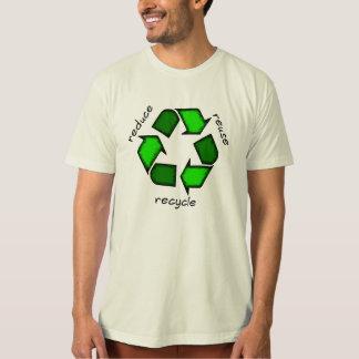 Réduisez, réutilisez, réutilisez le T-shirt