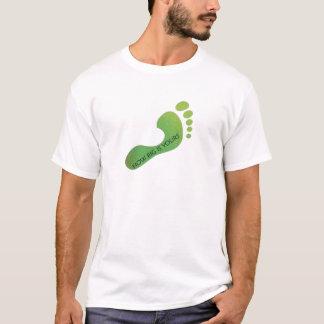 Réduisez votre pièce en t d'empreinte de pas de t-shirt