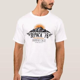 Réemballez le T-shirt faisant du vélo de montagne