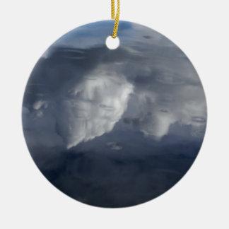 Réflexion des nuages sur l'eau ornement rond en céramique