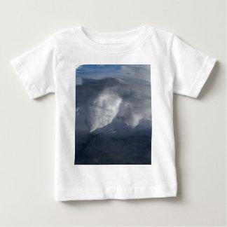 Réflexion des nuages sur l'eau t-shirt pour bébé