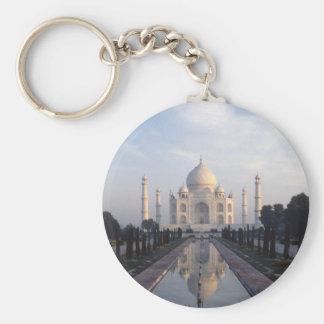 Réflexion du Taj Mahal à Âgrâ, uttar pradesh, Inde Porte-clé Rond