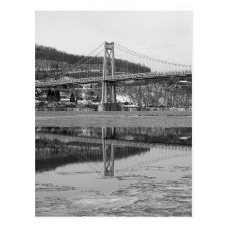 Réflexion glaciale de tour de pont carte postale