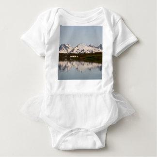 Réflexions de lac des montagnes, Alaska Body