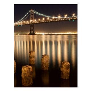Réflexions de nuit de pont de baie d'Oakland Carte Postale