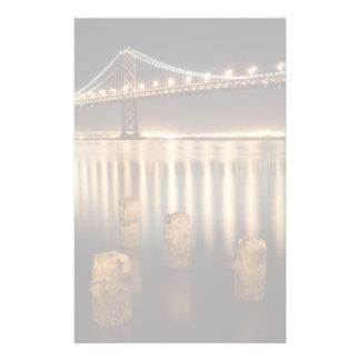 Réflexions de nuit de pont de baie d'Oakland Papier À Lettre Personnalisé