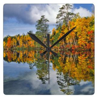 Réflexions d'étang d'automne, Maine Horloge Carrée