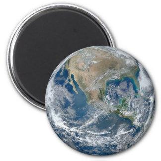 Réfrigérateur de la terre de planète ou aimant de