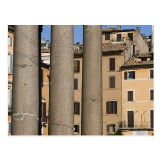 Regard par des colonnes du Panthéon avec Carte Postale