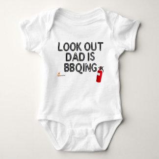 Regardez, BBQing du papa ! Body