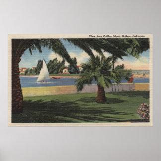 Regardez de l'île de Collins, voilier sur l'eau Posters