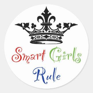 Règle futée de filles… avec la couronne autocollant rond