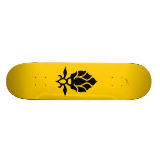 reine des abeilles skateboards customisés